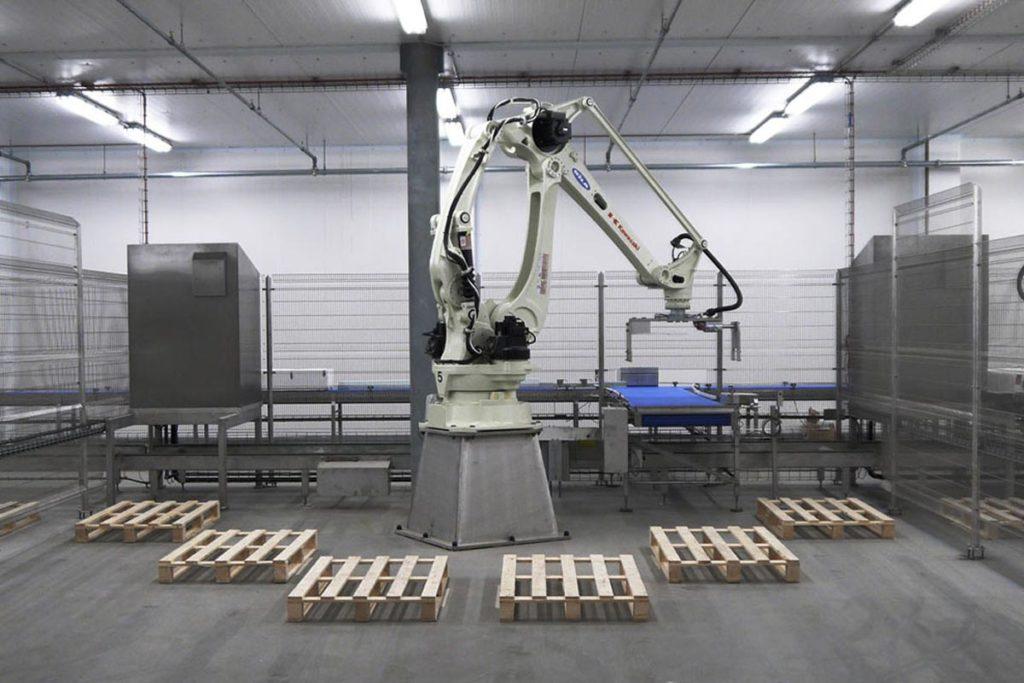Robotcelle for palletering ved lakseanlegget i Hirtshals, Danmark